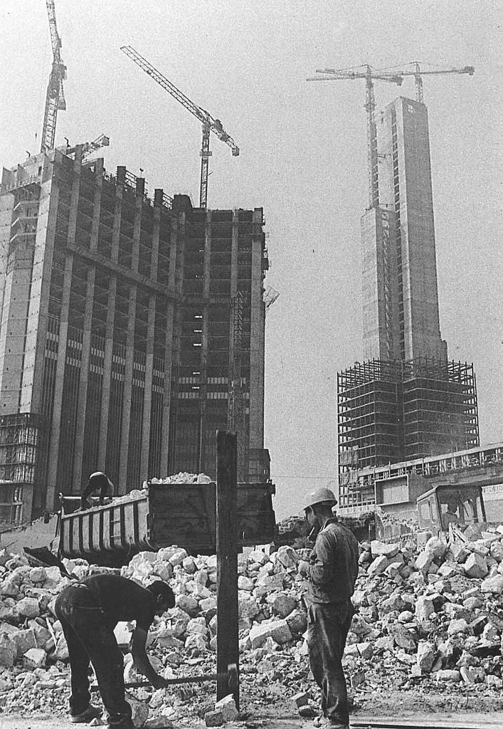 La construction de la tour UAP et GAN