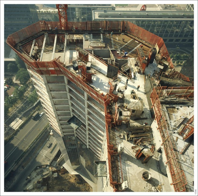 La construction de la tour Elf le 2 septembre 1983. ©Bouygues Construction