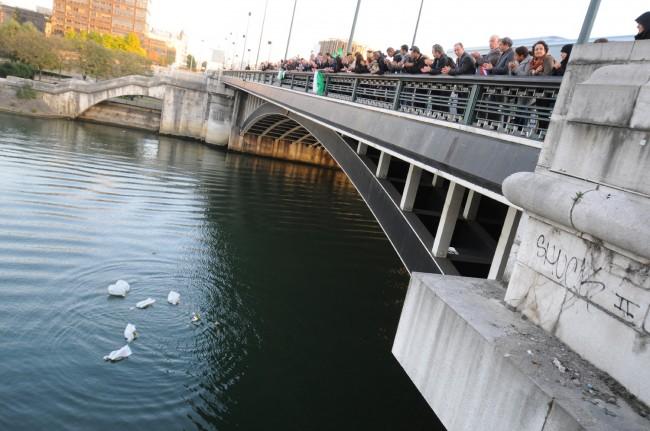 Célébration d'hommage sur le Pont de Neuilly le 11 octobre 2011 à l'occasion du 50 ème anniversaire. ©Defense-92.fr
