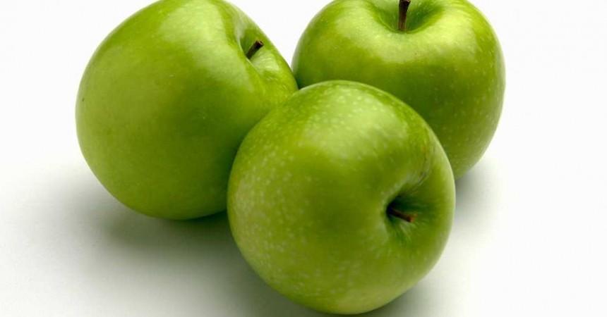 Distribution gratuite de pommes sur la Place de La Défense