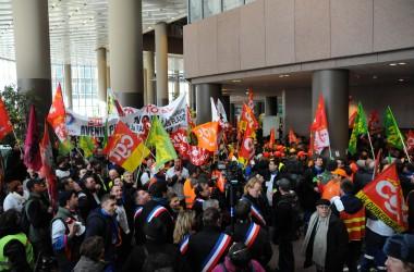 La tour Total-Coupole occupée par des grévistes