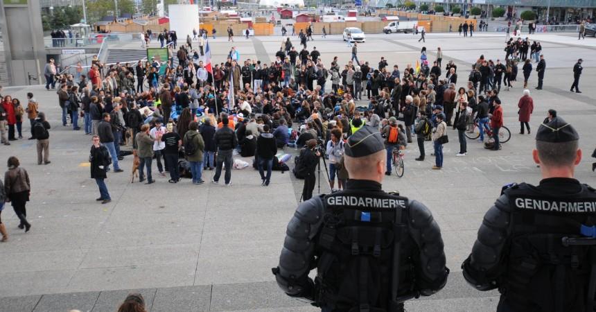 Indignés : le mouvement s'essouffle,la présence policière reste forte