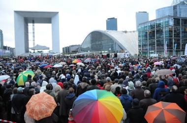 Pâques réunit plus de 5000 chrétiens à La Défense