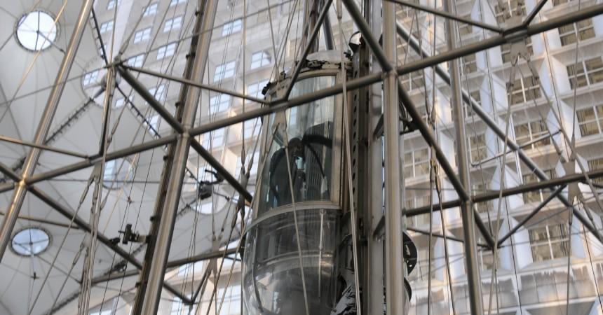 La panne d'ascenseur se transforme en réappropriation du Toit par le ministère