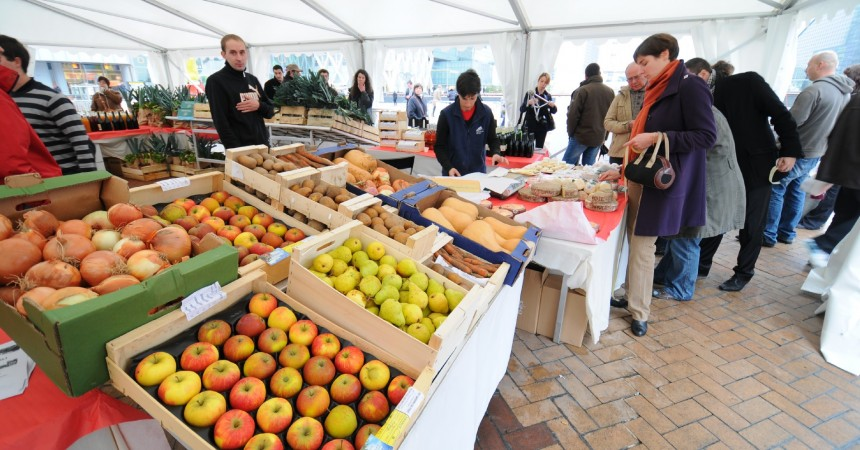 Les Jeunes Agriculteurs font leur marché à La Défense