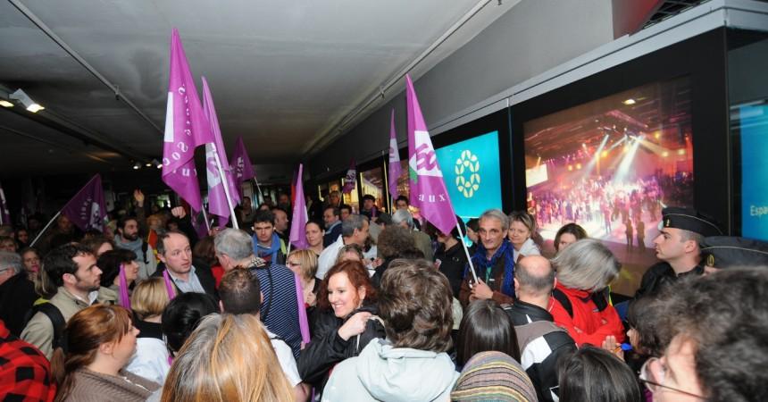 Manifestation au pied de la Grande Arche