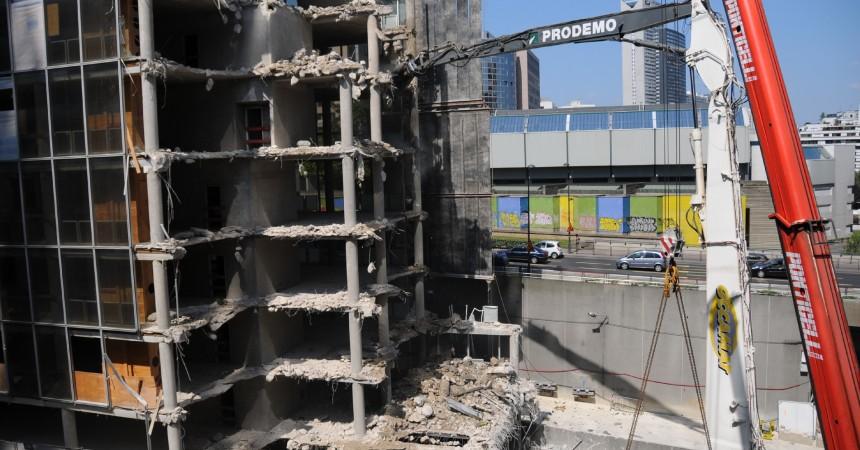 La démolition de l'immeuble Veritas passionne