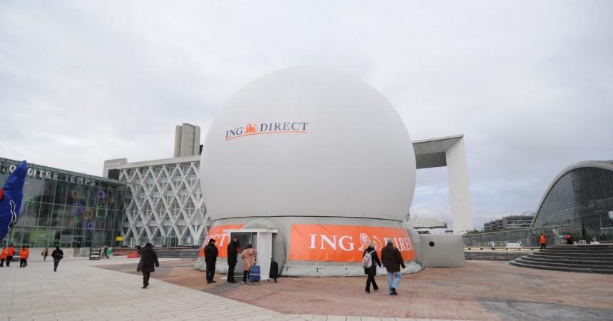 Une sphère ING Direct sur la Place de La Défense