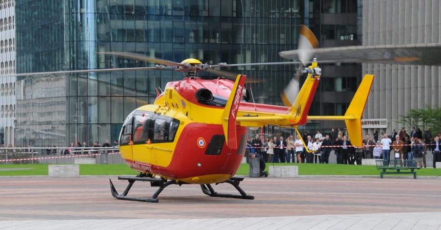 Une évacuation par hélicoptère depuis la place de La Défense