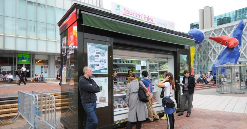 Un kiosque d'information pour renseigner les touristes, salariés et habitants