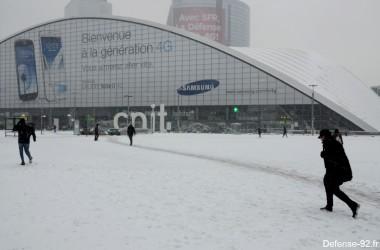 Tombe la neige sur La Défense