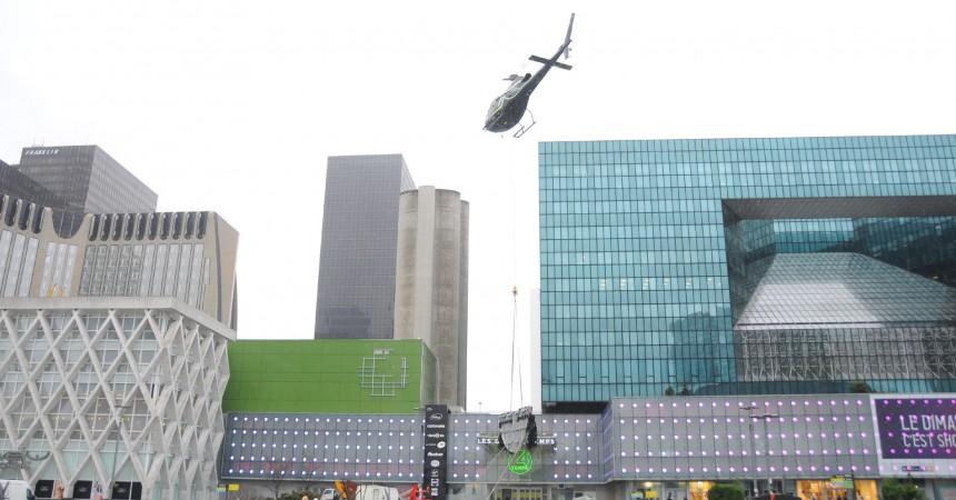 Opération ratée pour l'héliportage d'une enseigne aux Quatre Temps