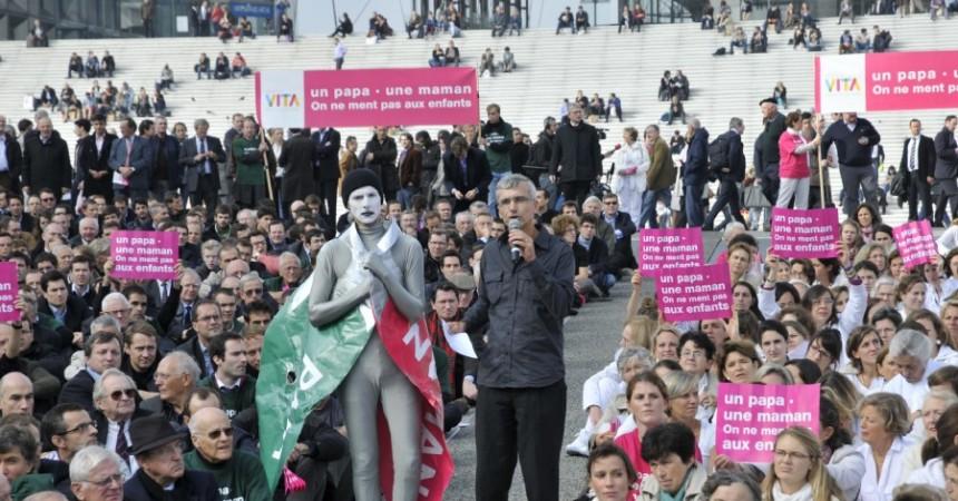 Les anti-mariage homo manifestent au pied de l'Arche