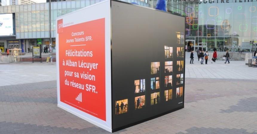 Un cube géant pour SFR sur la place de La Défense