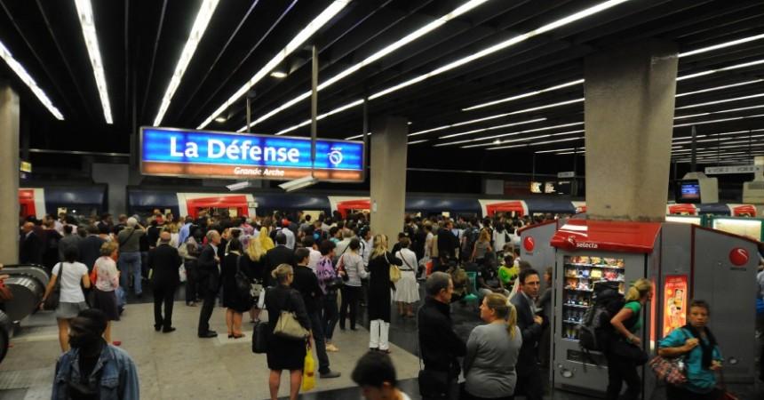 Pagaille en gare de La Défense suite à un accident de voyageur à Charles-de-Gaulle