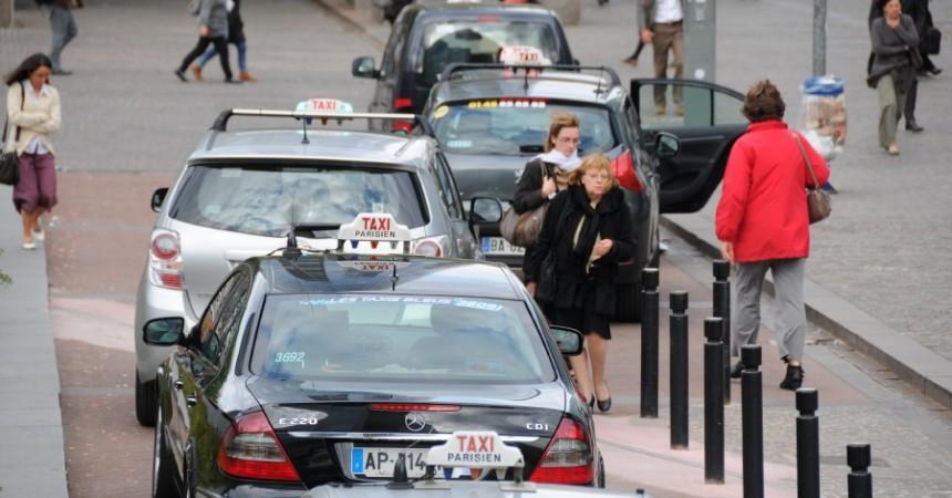La grève des taxis se fait ressentir à La Défense