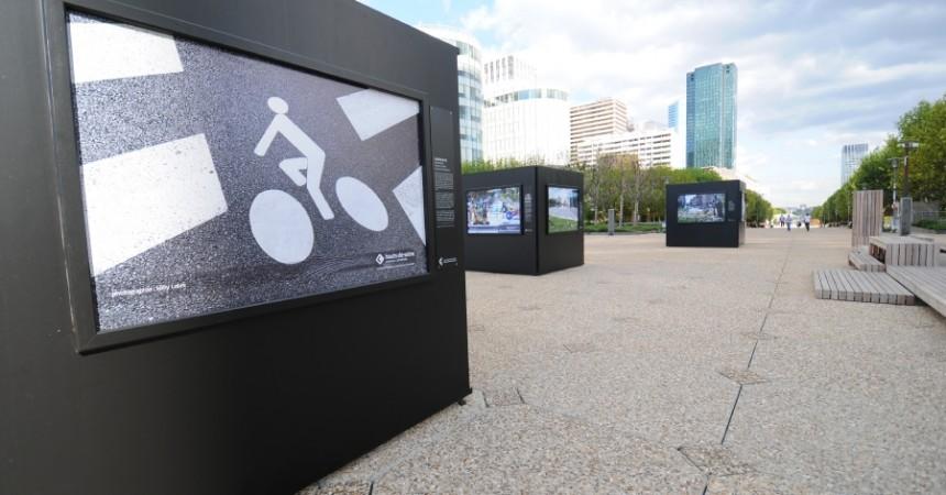 Une exposition sur la mobilité dans les Hauts-de-Seine s'affiche à La Défense