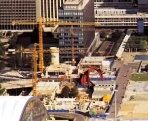 Construction de l'immeuble Maison de La Défense en 1980