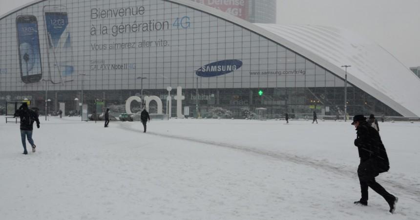 Aujourd'hui il fait beau, il y a un an il neigeait sur La Défense
