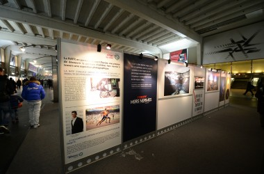 Des athlètes handicapés en photo dans la gare Cœur Transport