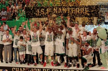 L'équipe de basket de Nanterre de passage aux 4 Temps