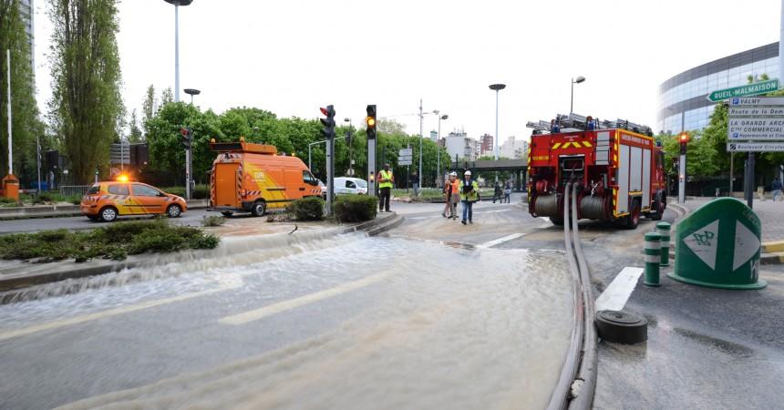 Une fuite d'eau géante stoppée après 8 heures d'opération