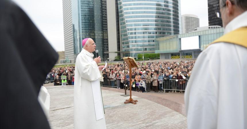 A La Défense, les chrétiens sont appelés à célébrer Pâques ensemble