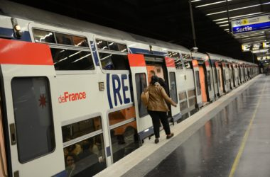 RER A : 1 400 passagers bloqués entre La Défense et Charles de Gaulle-Etoile pendant trois heures