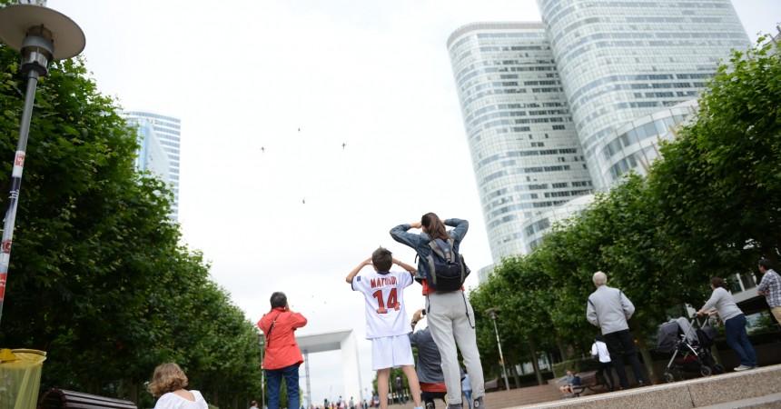 Des centaines de personnes venues admirer le passage des avions pour le 14 juillet
