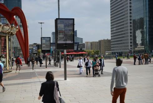 Des panneaux numérique sur la Place de La Défense - Defense-92.fr