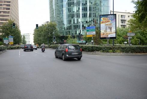 Un panneau numérique sur le boulevard circulaire - Defense-92.fr