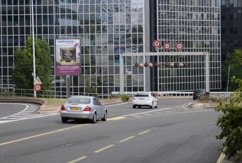 """Un panneau """"Mupi"""" sur le boulevard circulaire - Defense-92.fr"""