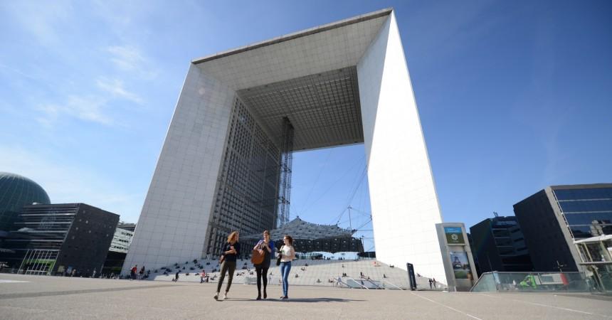 Demos s'installe sur 5 040 m² dans la paroi nord de la Grande Arche