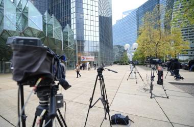 Agitation médiatique devant le siège de Total après la mort de Christophe De Margerie