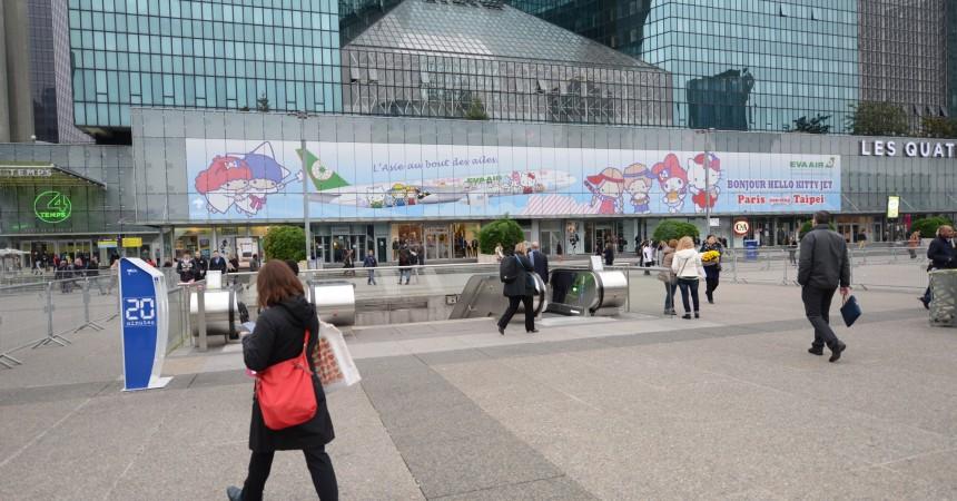 Eva Air affiche Hello Kitty sur la façade des 4 Temps
