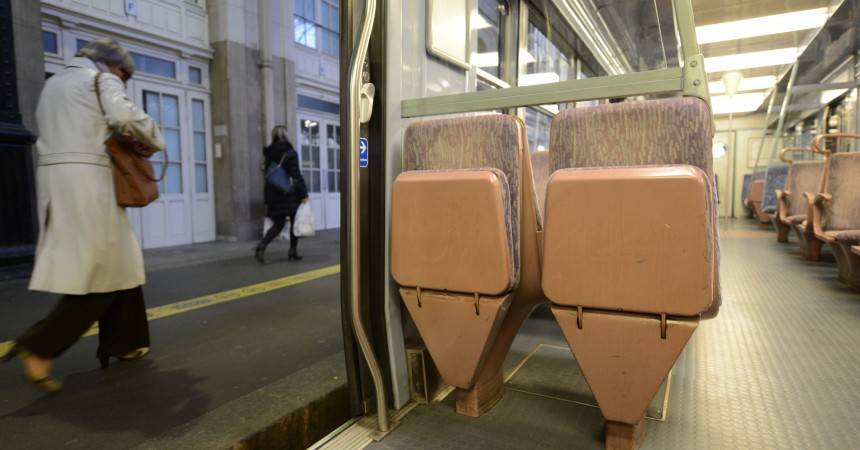 La SNCF veut supprimer les strapontins de la ligne L pour plus de régularité