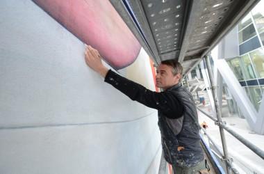 Guillaume Bottazzi signe une fresque géante au pied de la tour D2