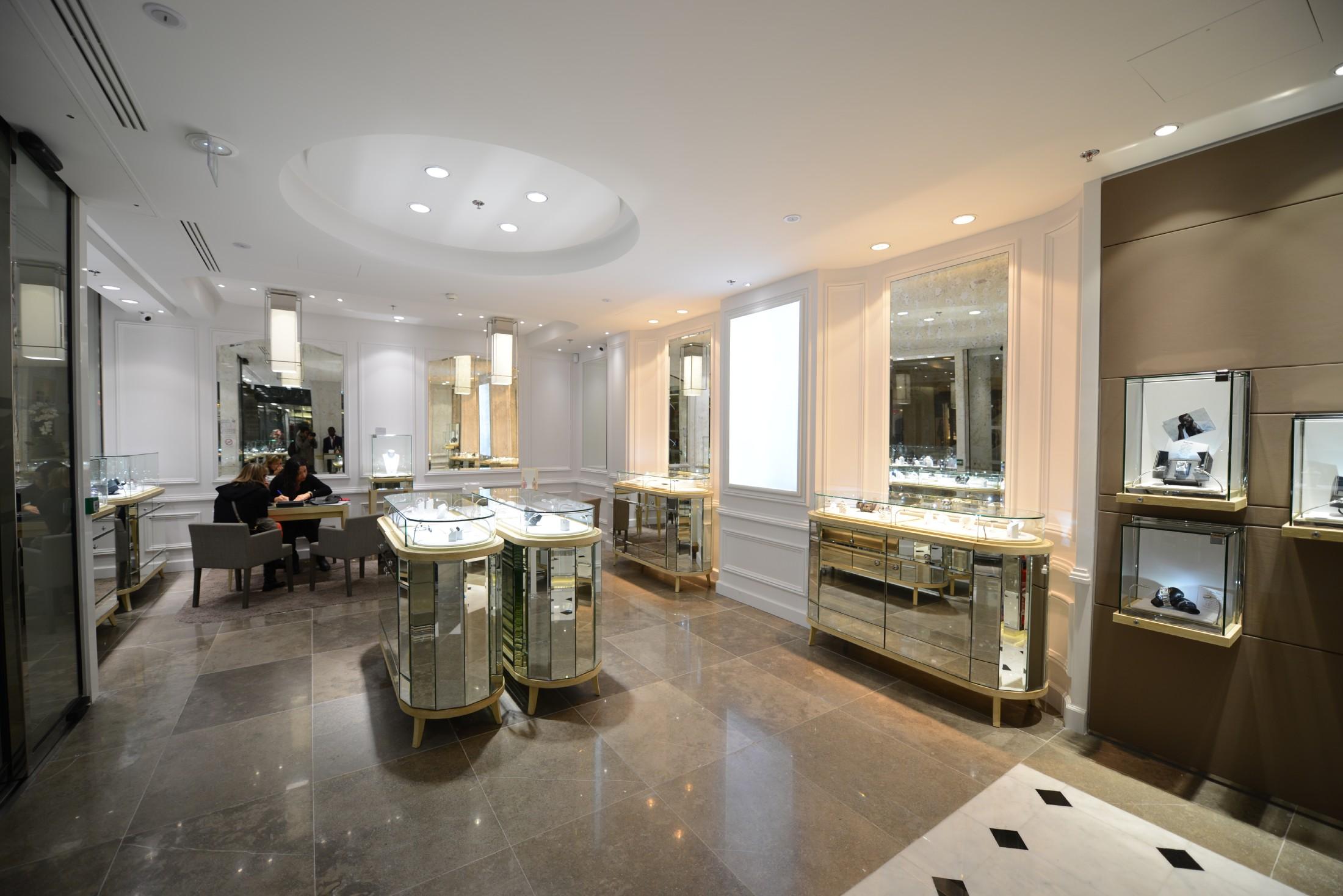 le joaillier mauboussin ouvre une nouvelle boutique aux 4 temps defense. Black Bedroom Furniture Sets. Home Design Ideas