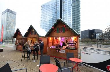 Un mini marché de Noël sur l'Esplanade de La Défense