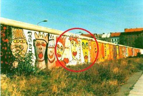 Le Mur de Berlin avec l'élément aujourd'hui présent à La Défense - DR