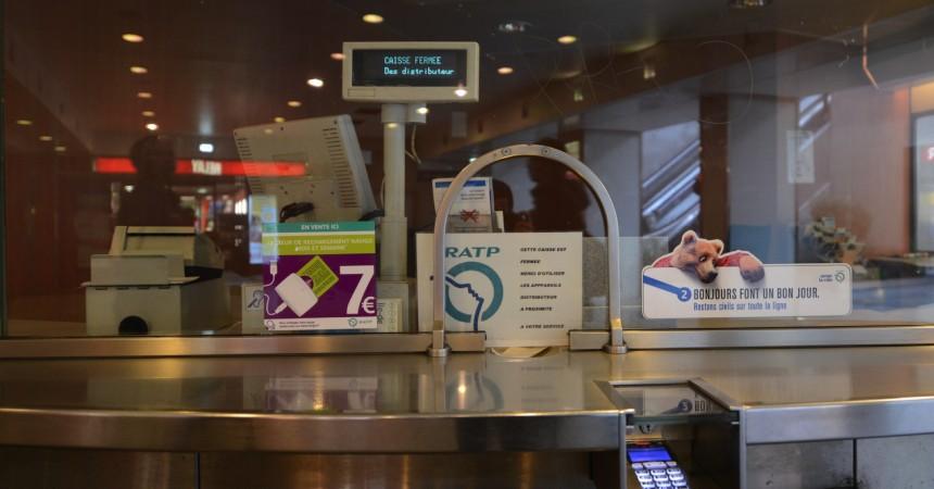 Pas facile de trouver des guichets de vente de billets à la gare de La Défense