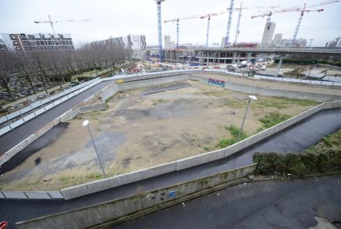 Le terrain de l'hôtel Valmy le 15 décembre 2014 - Defense-92.fr
