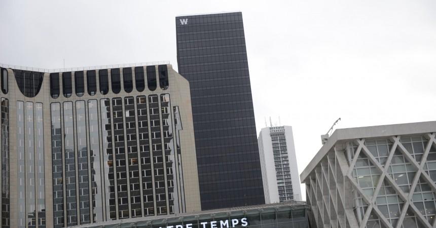 La tour W signée à son sommet