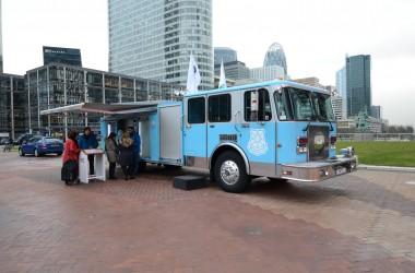 Un camion de pompiers américain pour présenter le détecteur de fumée « high tech » de Nest