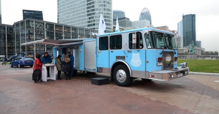 Un camion de pompiers américain pour présenter le