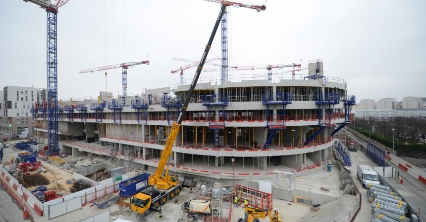 Le chantier de l'Arena 92 tourne au ralenti en raison d'une grève
