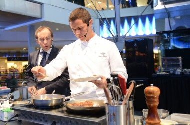 Nasser Jeffane offre un cours de cuisine aux visiteurs des 4 Temps
