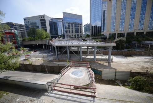 Les travaux d'aménagement des Jardins de l'Arche, le 27 avril 2015 - Defense-92.fr