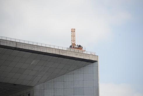 Les travaux préparatoires de la rénovation de la Grande Arche le 27 avril 2015  - Defense-92.fr