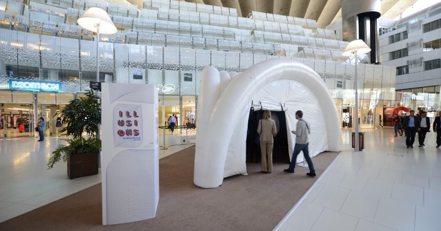 Le CNIT accueille l'exposition d'art cinétique « Illusions »